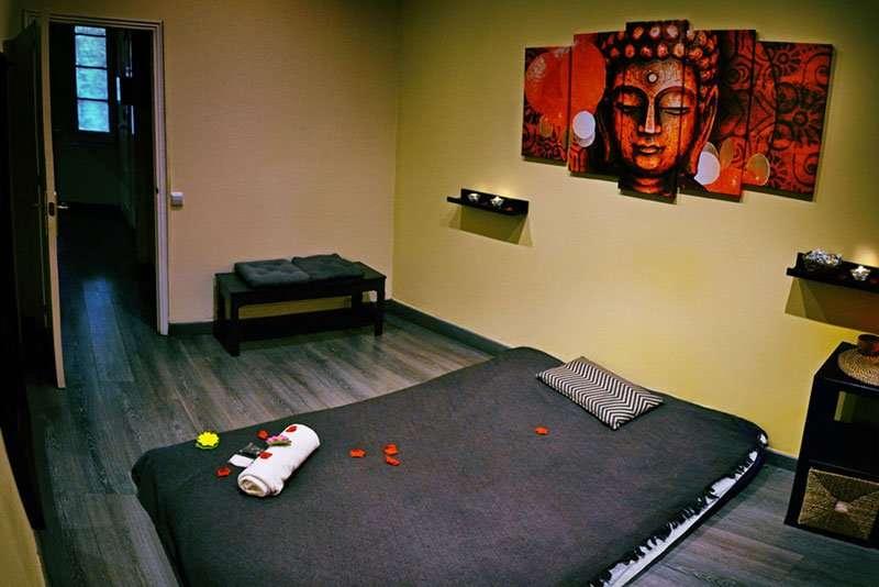 Habitación de masajes relajantes sensuales